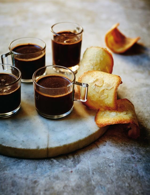 spaanse-chocoladepotjes-met-tejas-de-tolosa-koekjes