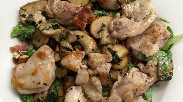 Herfstsakade met kip, spek en champignon