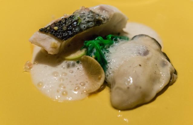 Zeebaars met rauwe oester
