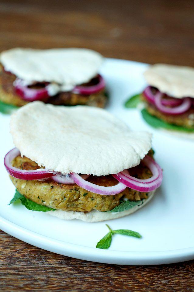 falafelburgers-met-pittige-yoghurt-en-munt2