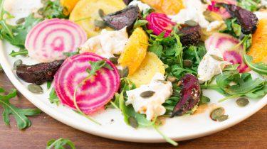 bietjes en burrata salade