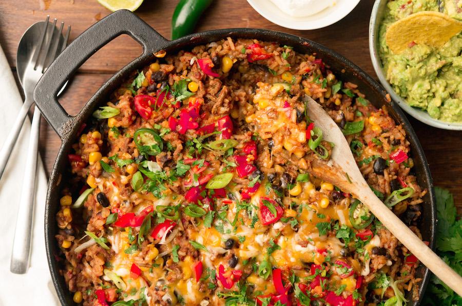 culy homemade: burritobowl in één grote pan, om te delen - culy.nl