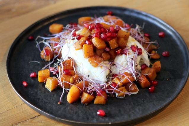 burrata met zoet geroosterde pompoen en granaatappelpitjes0004
