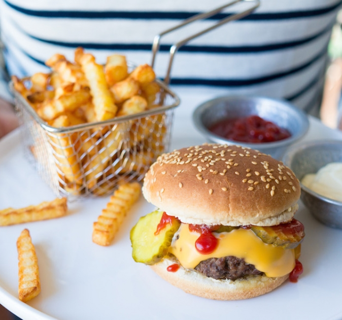 cheeseburger & frietjes