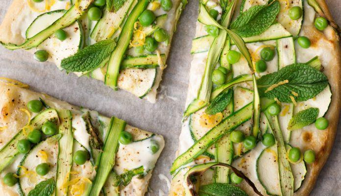 lichte lentepizza met groene asperges