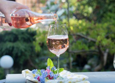Lichte Rode Wijn : T wijnmeisje