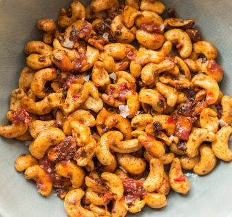geroosterde cashewnoten met sambal