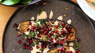 geroosterde aubergines met yoghurt & granaatappelpitjes