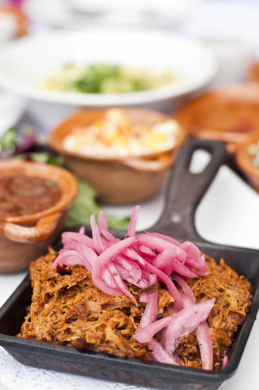 cochinita pibil met taco's
