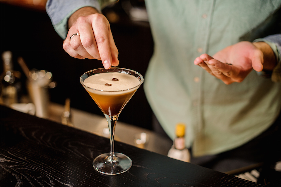 espresso martini cocktail garneren