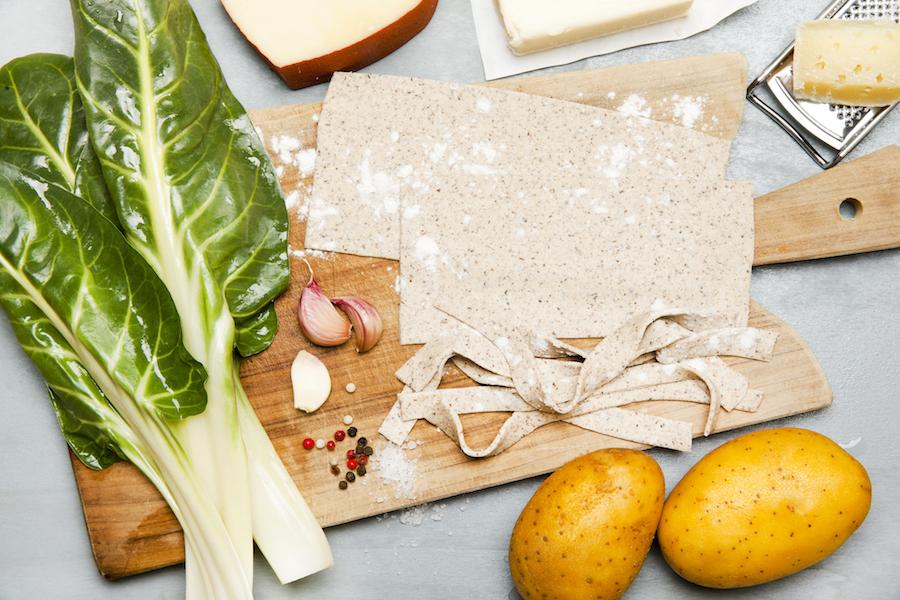 De ingrediënten voor pizzoccheri