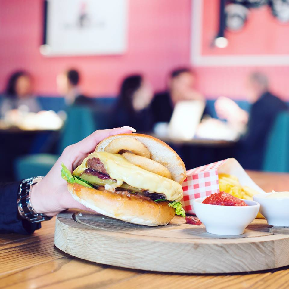 Burgers en snacks bij The Commons