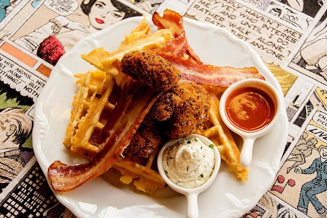 Fried chicken en waffles bij G's Amsterdam