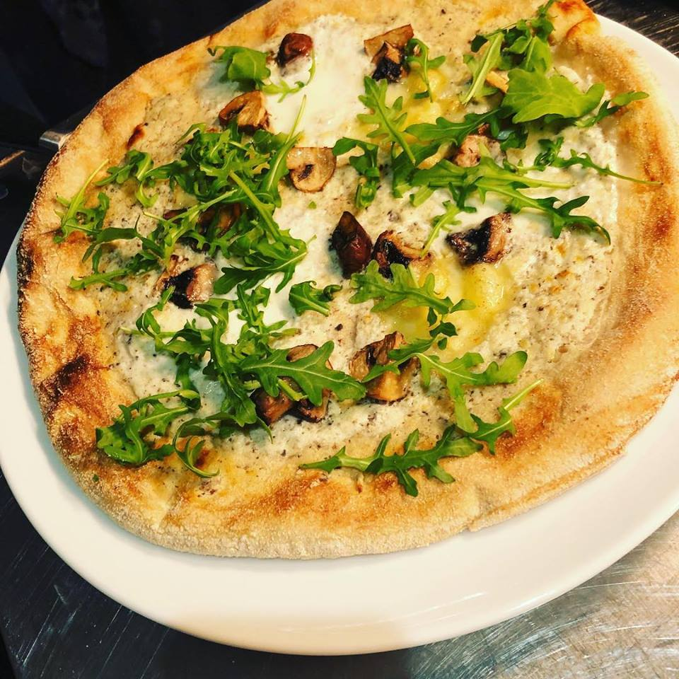 Pizza tartufo bij Madonna in Amersfoort