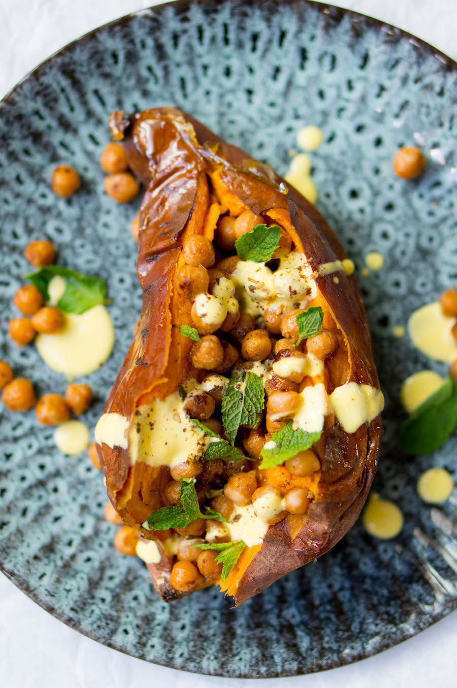 Gevulde zoete aardappel met kikkererwten