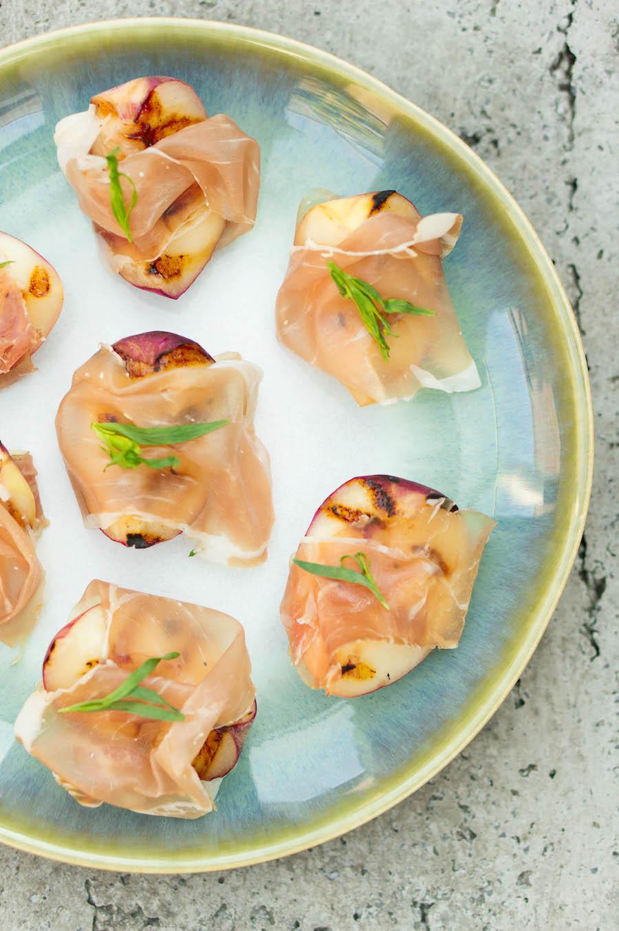 Gegrilde perzik: een lekker borrelhapje