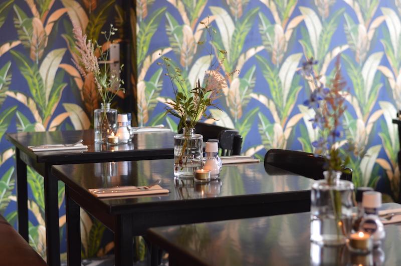 tafeltjes in restaurant