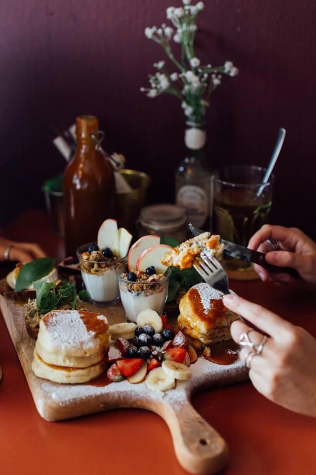Zoet ontbijt op tafel