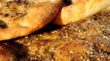 Manoushe: Libanees brood met za'atar