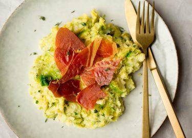 Spruitjesstamppot met krokante ham