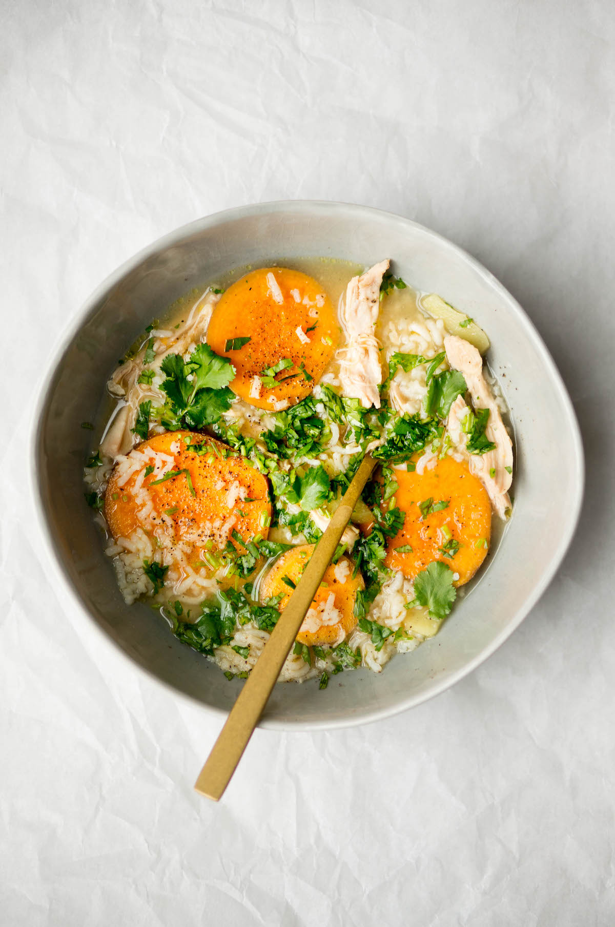 Snelle kippensoep met zoete aardappel en rijst