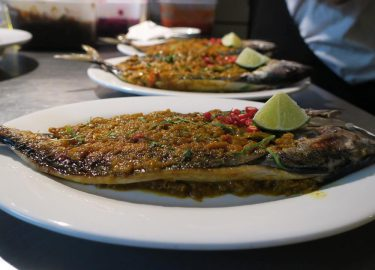 Makreel met boemboe van Warung Rosie's
