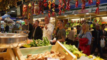 Chefkok op de markt in Mallorca