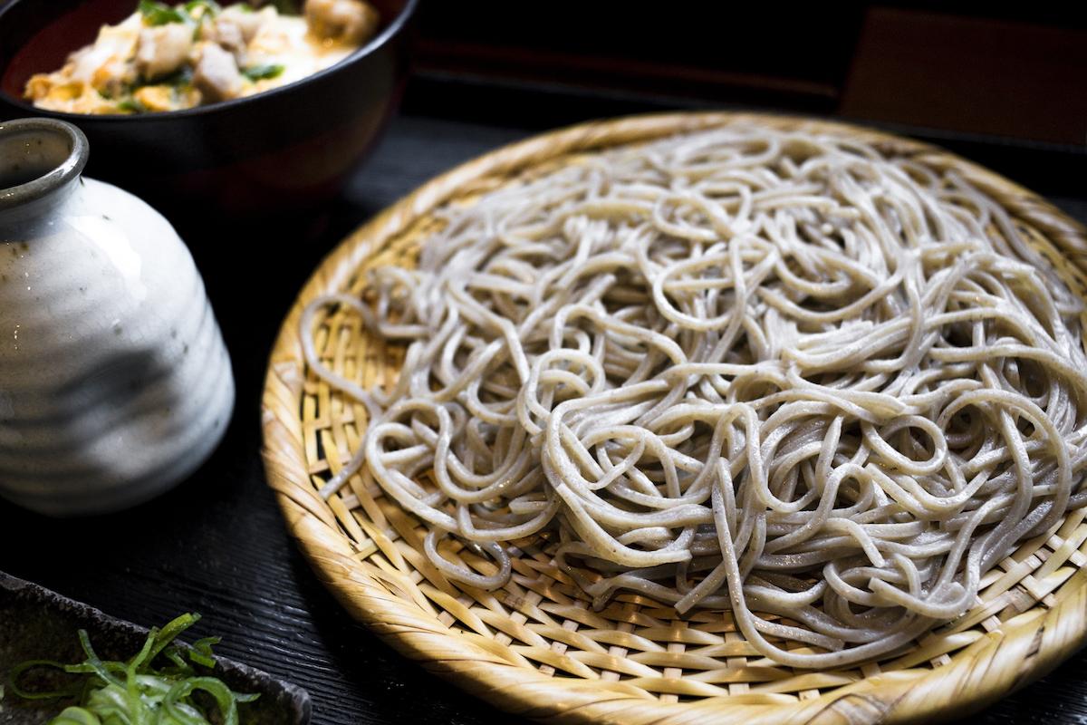 Soba noodles: Japanse boekweitnoedels