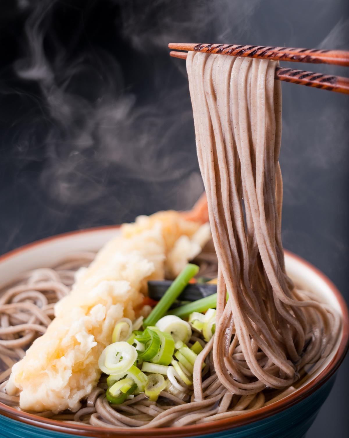 Soba noodles met tempura