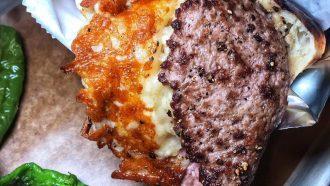 Cheeseburger op een pitabroodje in NYC