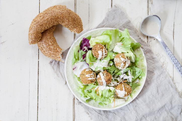 Afbeelding van perfecte falafel in salade