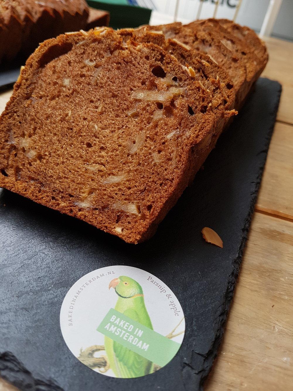 Appel-pastinaakcake van Baked in Amsterdam