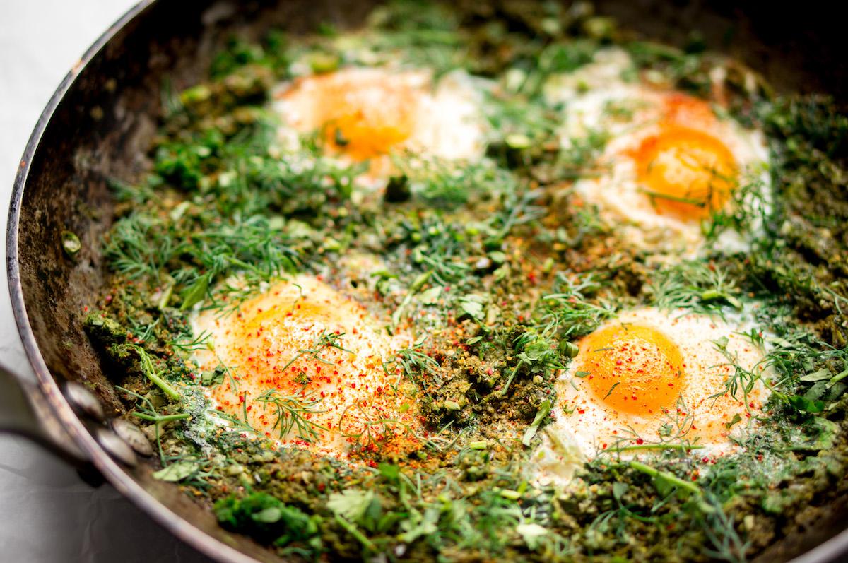 Groene shakshuka: gepocheerde eieren met spinazie