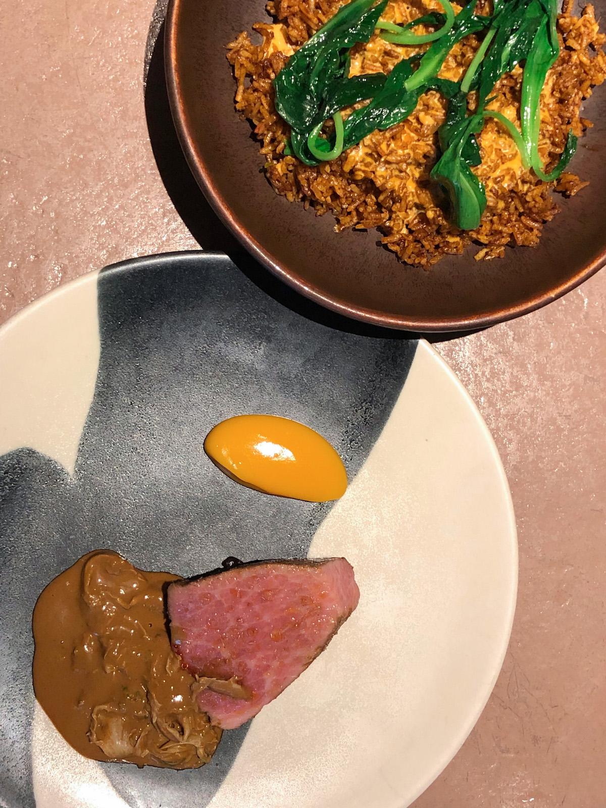Jollof rice met Iberico bij Ikoyi in Londen