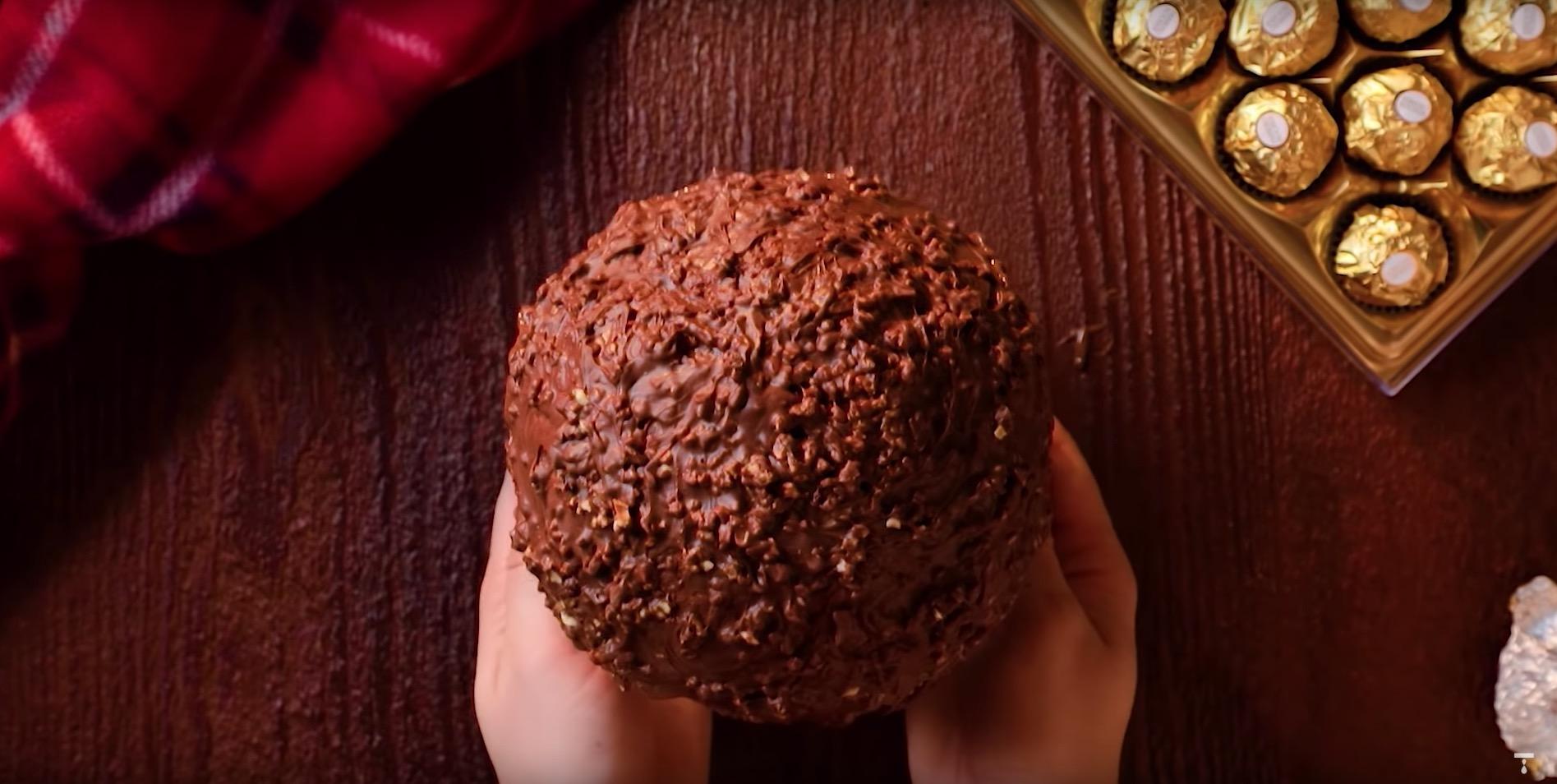 Een hele grote Ferrero Rocher maken