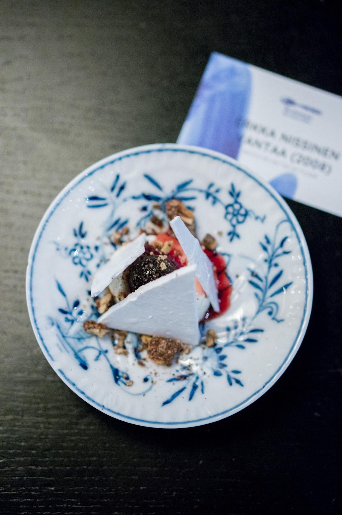 Pre-dessert van hangop met kersen