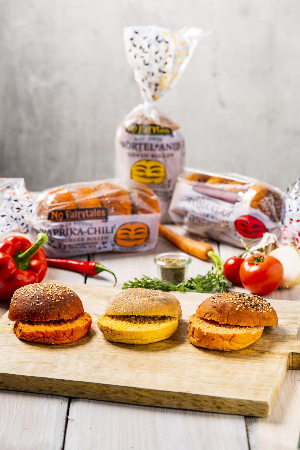 Gekleurde hamburgerbroodjes met groenten