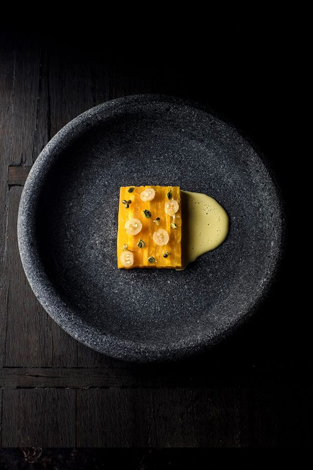 Eating at Under in Norway &quot;width =&quot; 640 &quot;height =&quot; 960 &quot;/&gt; </figure> <h2> Dining at Under </h2> <p> Enough: an 18-course menu (!) Will cost you around € 235 per person. </p> <p> So if you are going on holiday to Norway soon, you can it&#39;s best to reserve your spot in advance, because the business is already full until September, no disaster, because you probably still have to save a little. </p> <h3> Under&#39;s address: </h3> <p> 4521 Båly <br /> Norway </p> <h2> More special restaurants: </h2> <div class=