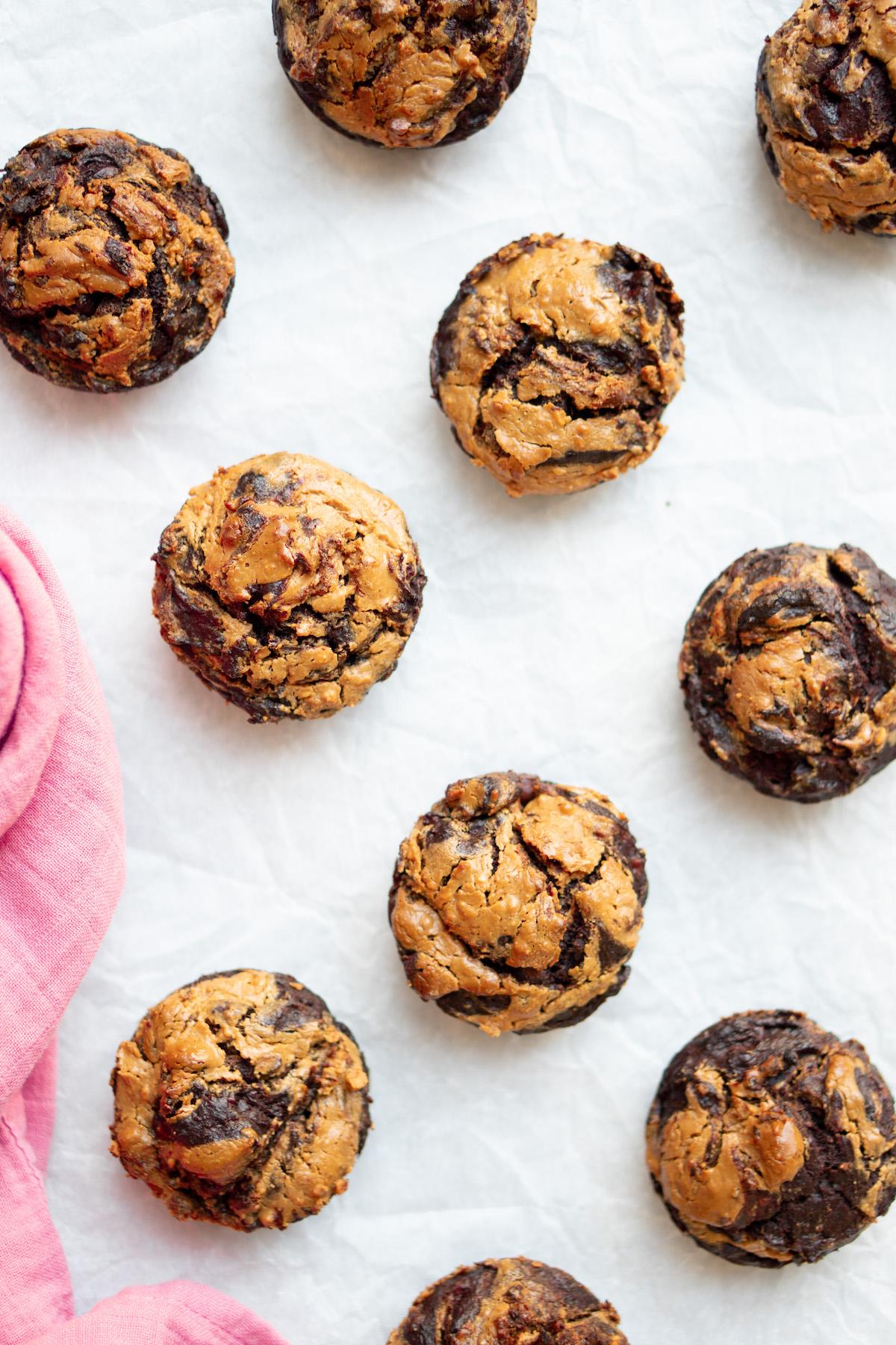 Muffins met chocolade pindakaas en banaan