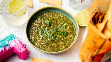 Recept voor Mexicaanse salsa verde met tomatillo's