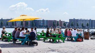 Afbeelding van terras van restaurant bioscoop FC Hyena