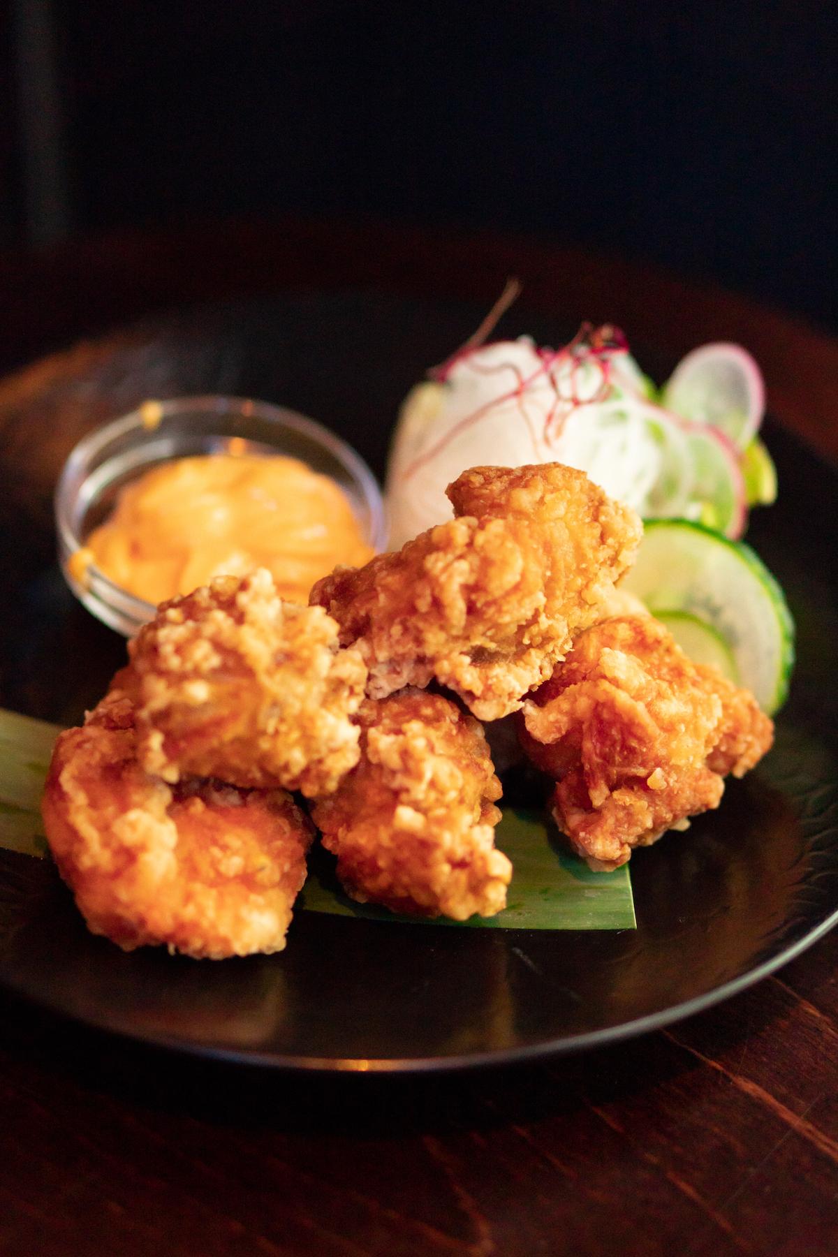 De beroemde fried chicken van Kampai