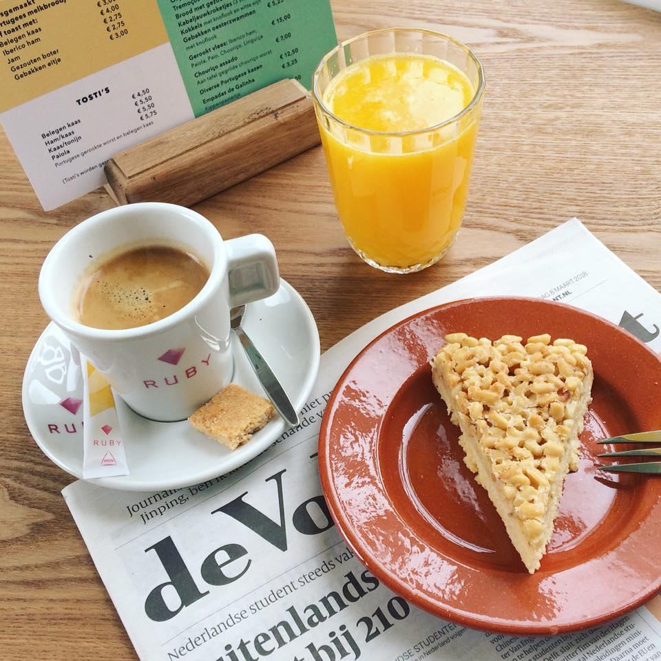 koffie en taart bij Bomboca Arnhem