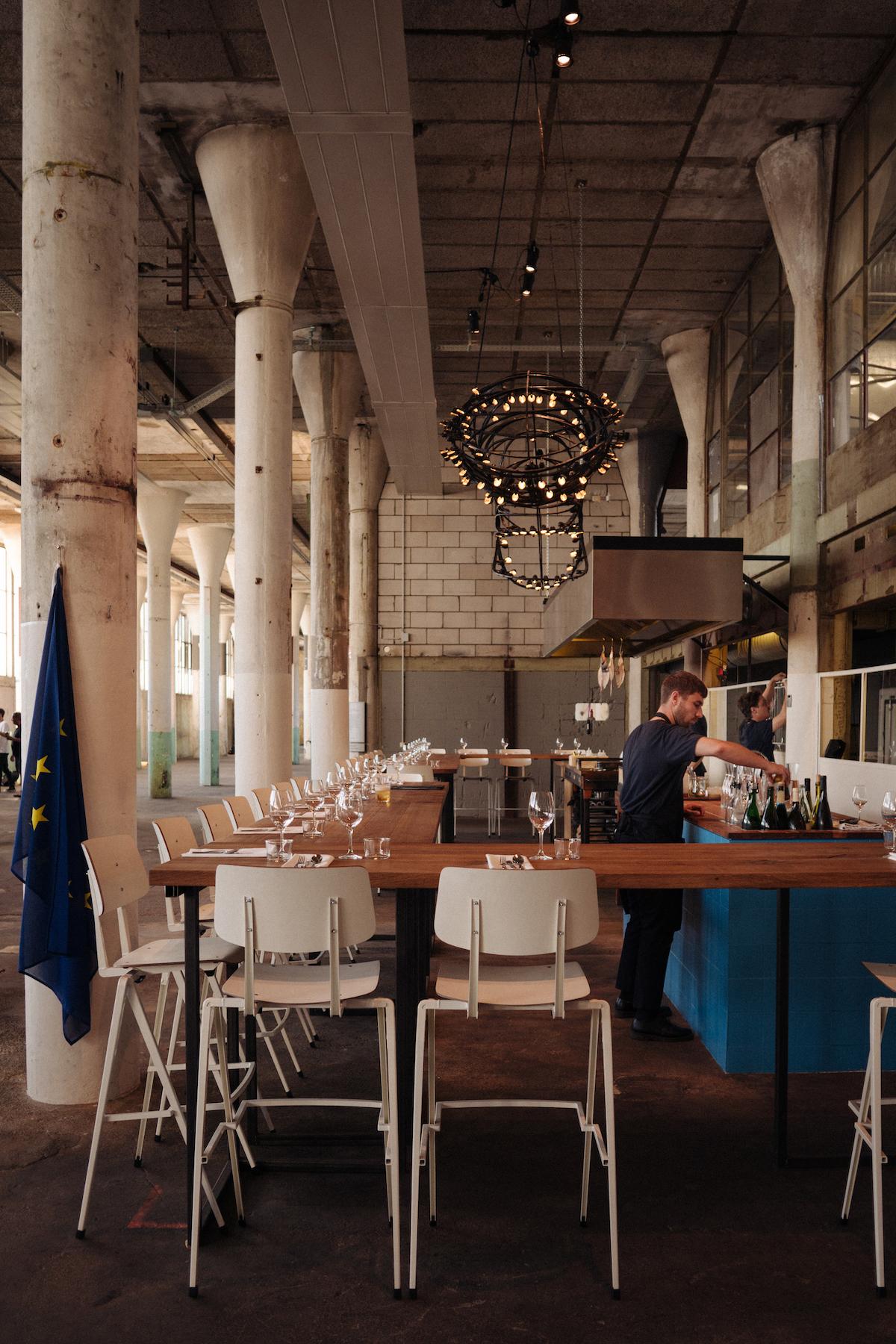 Het interieur van restaurant Europa in Zaandam