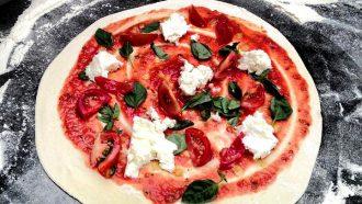 Afbeelding van pizza bij Strandtent De Pit in 's-Gravenzande