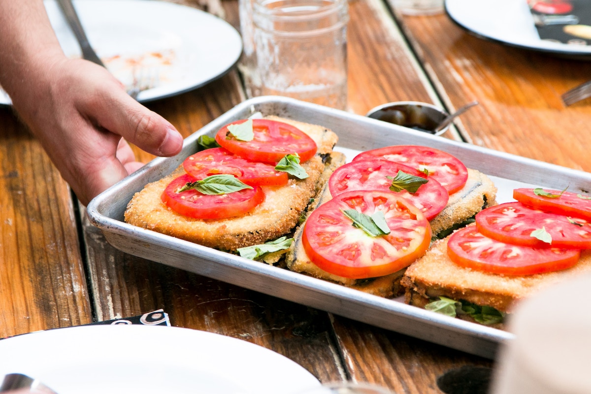 Tomaten van tevoren zouten