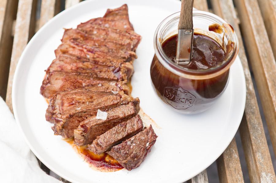 zacht gegaard rundvlees van de bbq mét barbecuesaus
