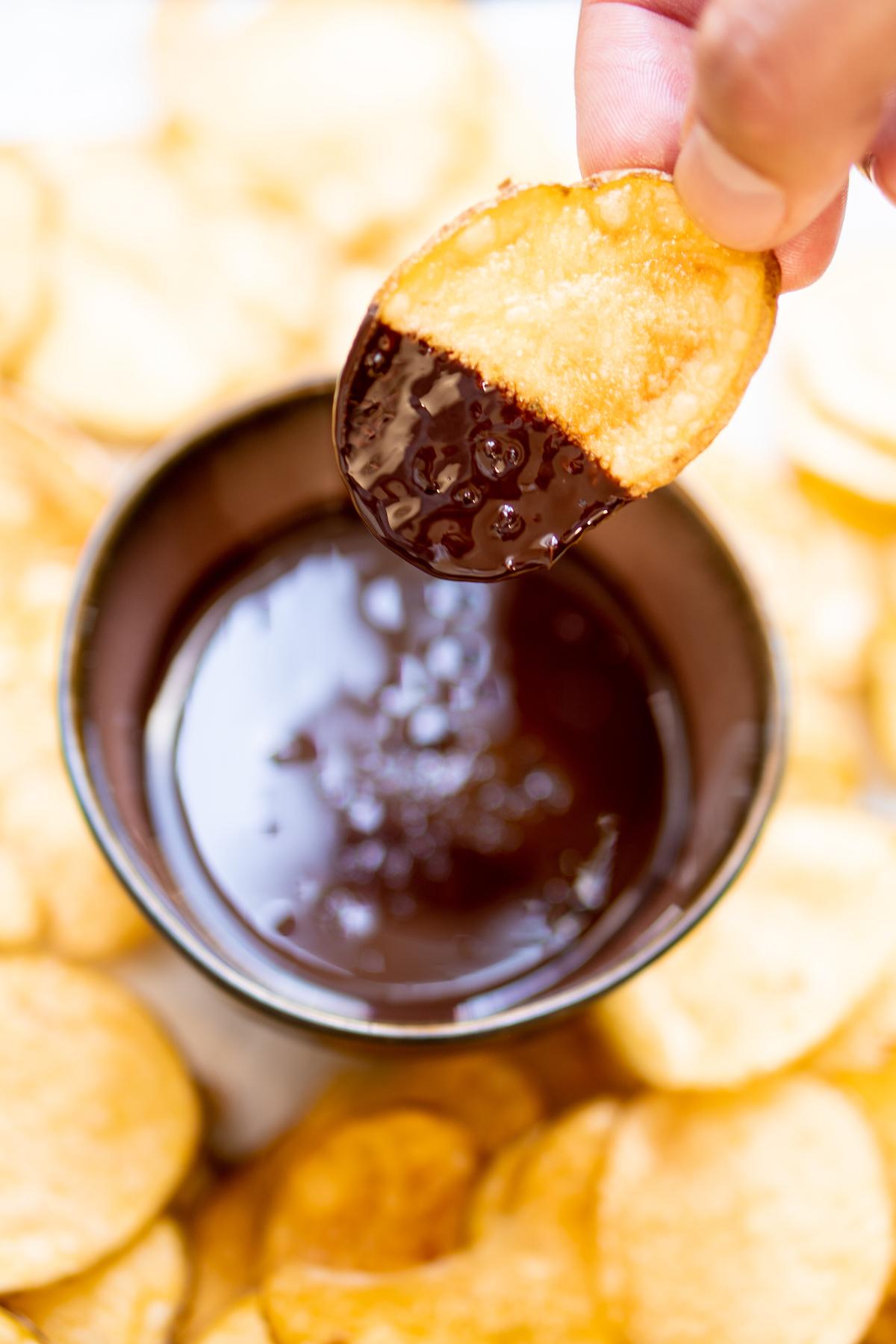 Chips met chocolade dip