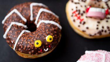 Halloween donuts recept
