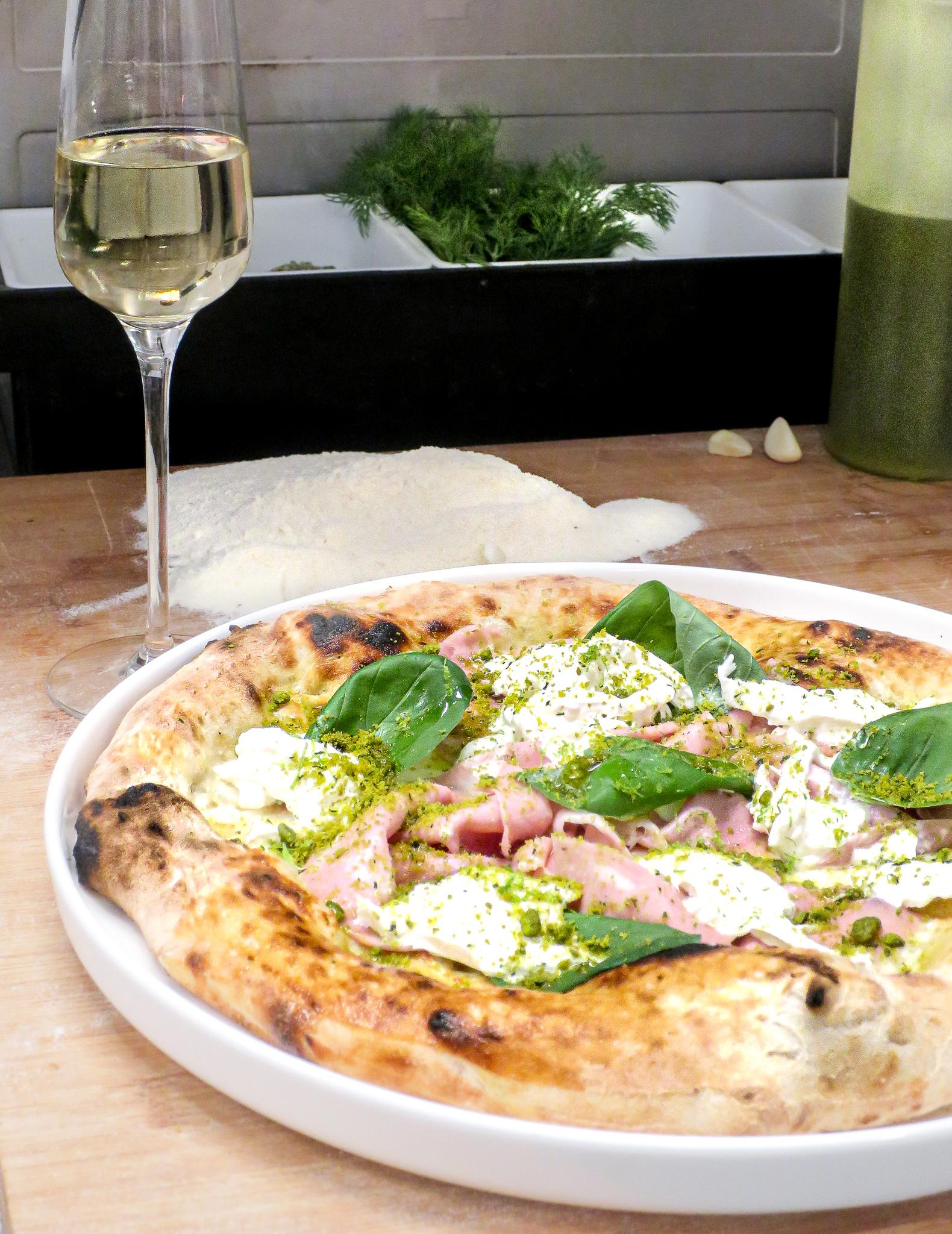 Napolitaanse pizza met champagne